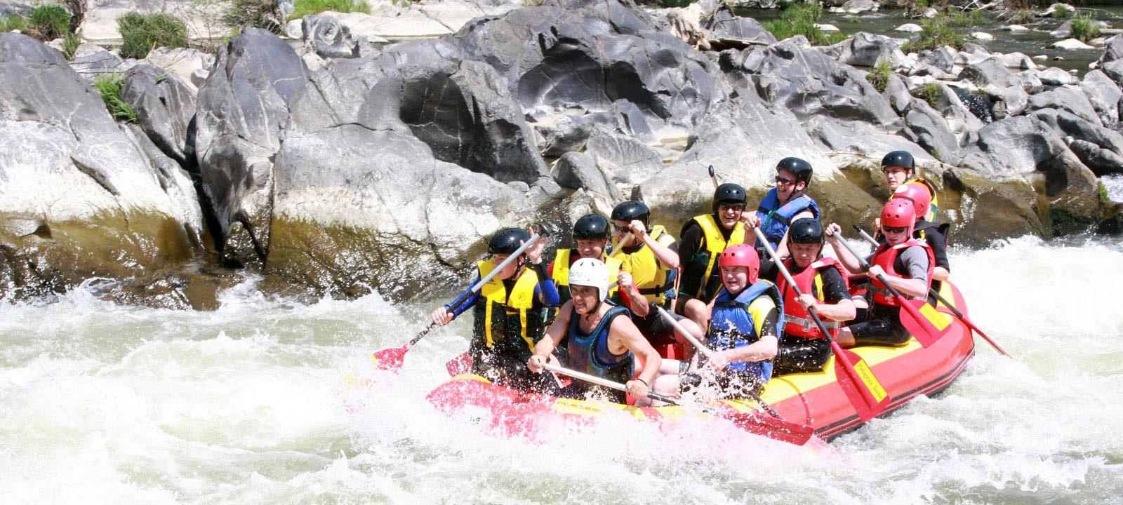 teambuiling-rafting